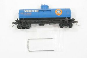 HO Walthers Union 76 36ft Single Dome Tank Car, ladders and one handrail missing