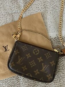 Sold Out LOUIS VUITTON Monogram Mini Pochette