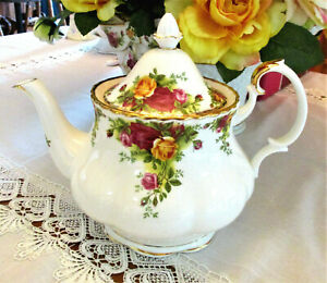 """ROYAL ALBERT    """"Old Country Roses""""   Teapot  Medium Size    1st Quality  As New"""