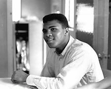 CASSIUS CLAY MUHAMMAD ALI BOXER IN FEBRUARY 1964 - 8X10 PUBLICITY PHOTO (ZY-162)