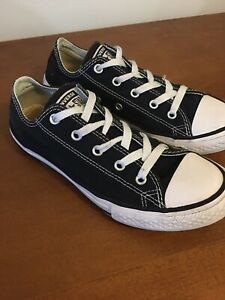 Youth Size 3 CONVERSE in VERY GOOD CONDITION