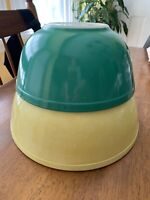 Set of 2 Vintage Pyrex Nesting Mixing Bowls Primary Colors Yellow 404 Green 403