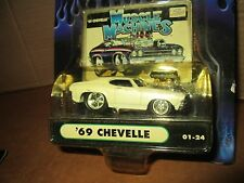 1 Muscle Machine  chevelle white blower   funline custom 1:64 ACTION