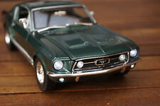 1967 FORD MUSTANG GTA FASTBACK MIT LED-BELEUCHTUNG(XENON) IN 1:18 MAISTO GRÜN