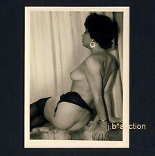 CHEEKY NUDE WOMAN w GARTER BELT / NACKT DUNKEL PO STRAPSE * Vintage 50s Photo