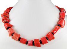 Schöne Edelsteinkette aus Korallen mit Zwischenperlen aus Granate