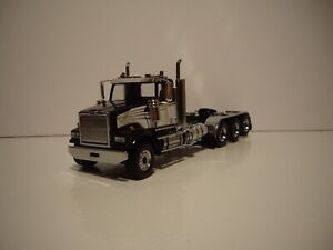 DIECAST MASTER 1/50 BLACK AND WHITE TRI-AXLE WESTERN STAR 4900 SF FIRST GEAR