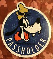 NEW Authentic Walt Disney World CHRISTMAS Goofy Annual Passholder Magnet