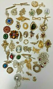 Gold Tone Brooch Pin Costume Sparkly Bundle 700 grams P432 E68