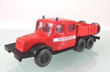 H0 s.e.s / Modelltec : Tatra T141 Zugmaschine Feuerwehr weißer Streifen