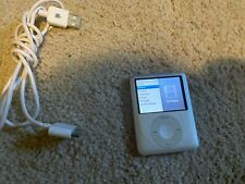 Apple iPod nano 3rd Generation Silver (4 GB) TESTED WORKING