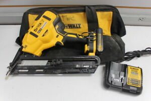 DeWalt DCN650 20-Volt Max Lithium-Ion Cordless 15-Gauge Finish Nailer Kit.
