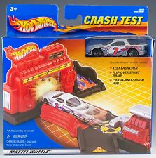 Hot Wheels 2001 Crash Test Playset With Pontiac Firebird New In Box