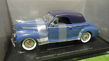 CHEVROLET DELUXE With Soft Top 1941 ble 1/18 UNIVERSAL HOBBIES voiture cabriolet