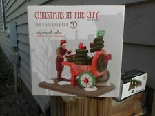 Dept 56 Christmas In The City Accessory City Wreath Seller *Excellent Store Disp