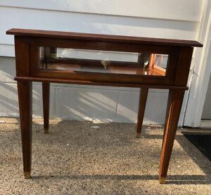 Beautiful Vintage Ethan Allen Georgian Court Display/Curio Table #11-8205 Item A