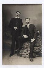 CARTE PHOTO Décor Toile peinte Postcard RPPC 1920 Couple Deux Hommes Cigarette