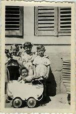 PHOTO ANCIENNE - VINTAGE SNAPSHOT - ENFANT LANDAU POUPÉE MODE DRÔLE - FASHION