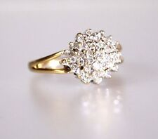 A STUNNING 18ct gold 0.70ct DIAMOND CLUSTER RING.
