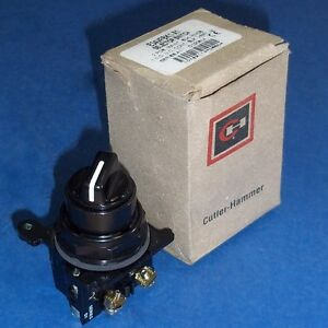 CUTLER HAMMER 2 POSITION MAINTAINED SELECTOR SWITCH E34VFBK1-X1 *NEW*