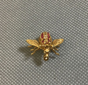 EMA 14K YELLOW GOLD RUBY & DIAMOND HONEY BEE BROOCH PIN SIGNED