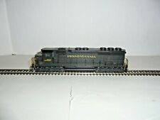 HO SCALE TRAIN ENGINE WITH SOME ROLLING STOCK RUNS GOOD