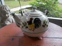 vintage hand painted ROOSTER TEAPOT with legs metal handle flowers 5 cup/40 oz