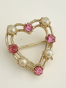 VINTAGE GOLD TONE OPEN HEART BROOCH WITH FAUX PEARLS AND PINK RHINESTONES