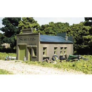 Woodland Scenics 20100 HO-Scale KIT Schultz's Garage, Detailed & Authentic DPM