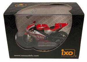 IXO Yamaha YZR-M1 'Gauloises Fortuna' MotoGP 2004 - C Checa 1/24 Scale