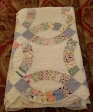 VINTAGE ANTIQUE HANDMADE WEDDING RING QUILT PATCHWORK SCALLOPED EDGE