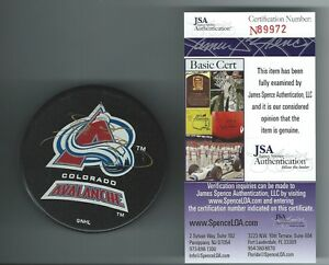 JOE SAKIC SIGNED COLORADO AVALANCHE PUCK JSA AUTHENTICATED N89972