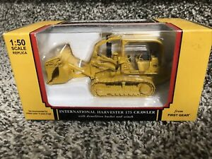 First Gear 1:50 International Harvester 175 Crawler Dozer w/Demo Bucker & Winch