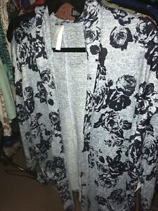 NWT Lularoe Large Cozy Collection Mackenzie Cardigan Gray with Roses L