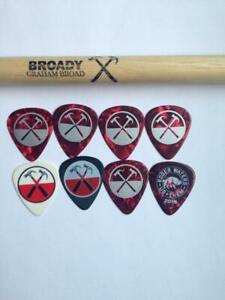 Roger Waters pack with 8 guitar picks + Drum stick