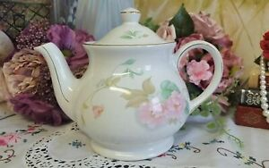 Sadler teapot with pink floral pattern and gold design