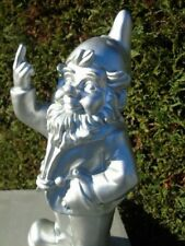 NAIN au doigt d honneur gris argenté , statue d un nain de jardin . nouveau  !