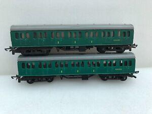 Tri-ang  TT T 130 SR green suburban coaches x 2 unboxed.
