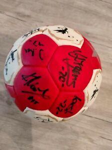 Spielball TSV Bayer 04 Leverkusen Frauen Saison 2014 mit Unterschriften