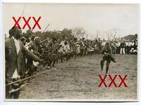 KREUZER KARLSRUHE - orig. Fotografie, 12,8x17,6cm,Zululand, Kriegstanz, Aug.1930