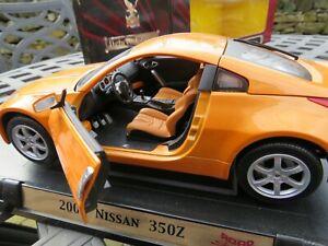 NISSAN 350Z 1:18 diecast model in box unused..
