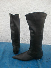 ZU BLACK GENUINE LEATHER PULL ON POINT TOED BOOTS-SZ 7 GUC