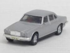 Jaguar Xj 6 / 12 Limousine in silbermetallic mit Figuren, o. OVP, Herpa, 1:87
