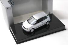 1:43 AUTOart VW Polo 9N silver DEALER NEW bei PREMIUM-MODELCARS