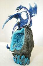Kobald blauer Drache auf blauen Geoiden LED Fantasy Figur 23 cm