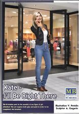 Master Box Woman / Girl in Jeans Talking on  Cell 1/24 026 Compliment to Cars ST