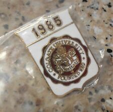 NIB CLASS OF 1985 ENAMELED COLGATE UNIVERSITY PIN, HAMILTON, NY