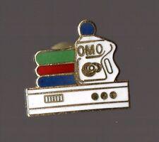 Pin's Lessive OMO (EGF signé OMO)