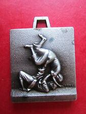 Médailles ou porte Clés JUDO - métal argenté - Ft 33 x 24 - au CHOIX à voir