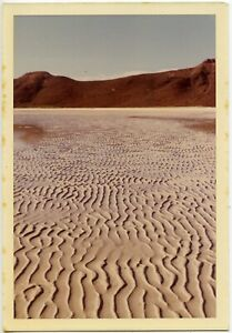 1971 BEACH SAND DESIGN LANDSCAPE VINTAGE SNAPSHOT PHOTO